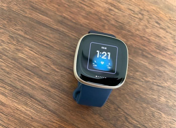 see your 5 saved clock faces on your Fitbit watch