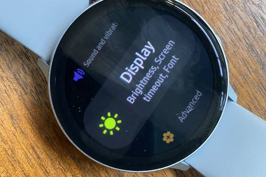 Disable Galaxy watch charging screen at night