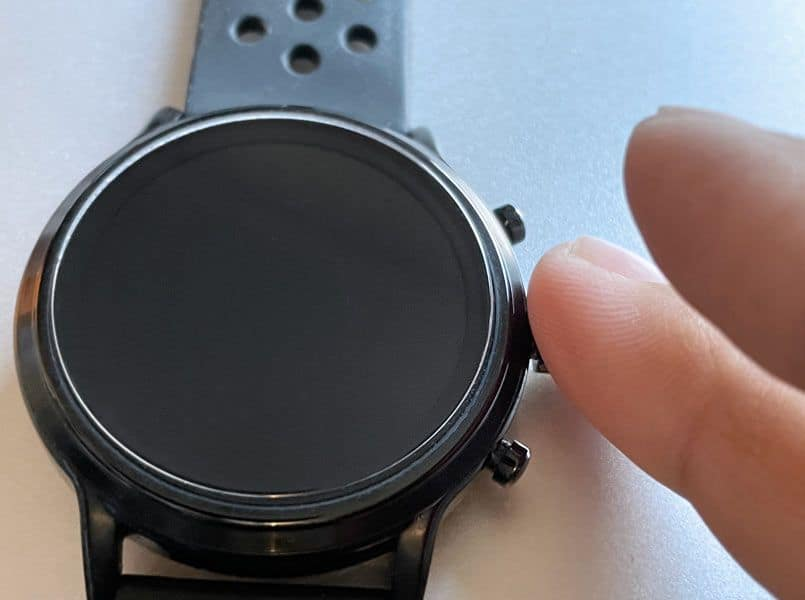 restart Fossil smartwatch by pressing middle crown button