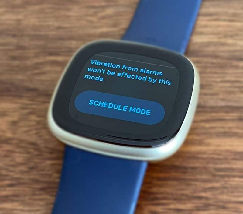 sleep mode scheduling on Fitbit Versa 3 using Settings app Quiet Mode