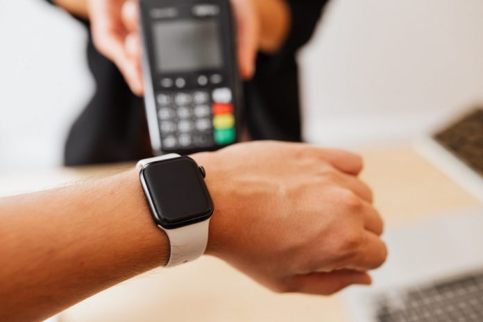 using apple watch to pay